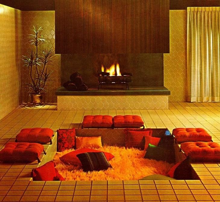 área con cojines dentro de una casa en color rojo