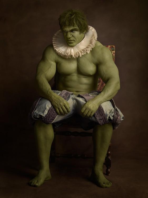 Hulk posando con una vestimenta medieval del siglo 16
