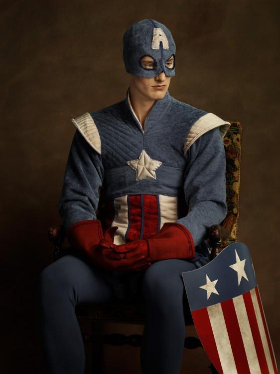 Retrato medieval con una vestimenta del siglo 16 del Capitán América