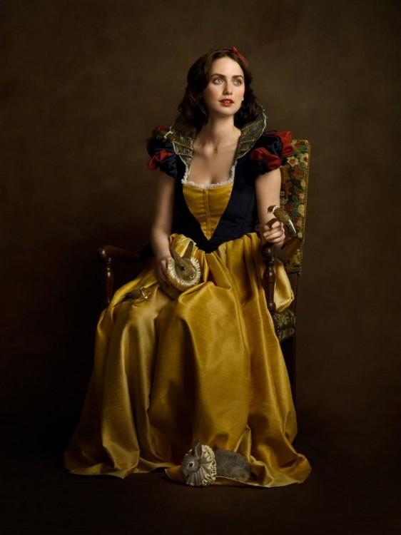 Retrato antiguo de Blanca Nieves con un vestido del siglo 16