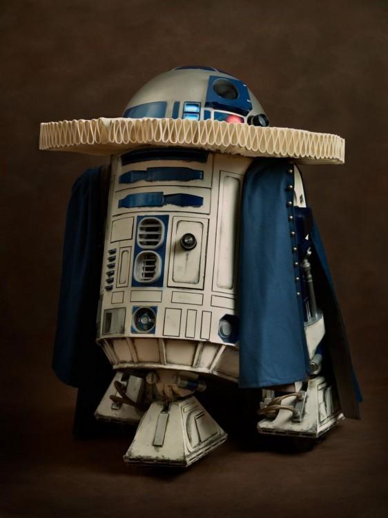 Robot R2D2 con una vestimental medieval del siglo XVl