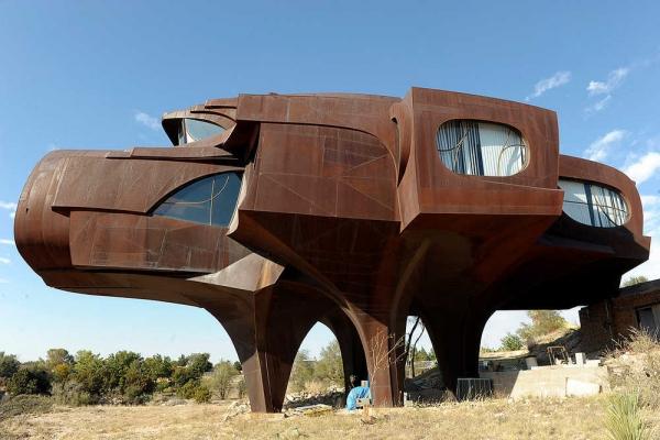 casasExtrañas  casa de metal