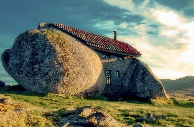casasExtrañas-casaPiedra Portugal