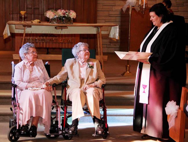 ancianas lesbianas casandose