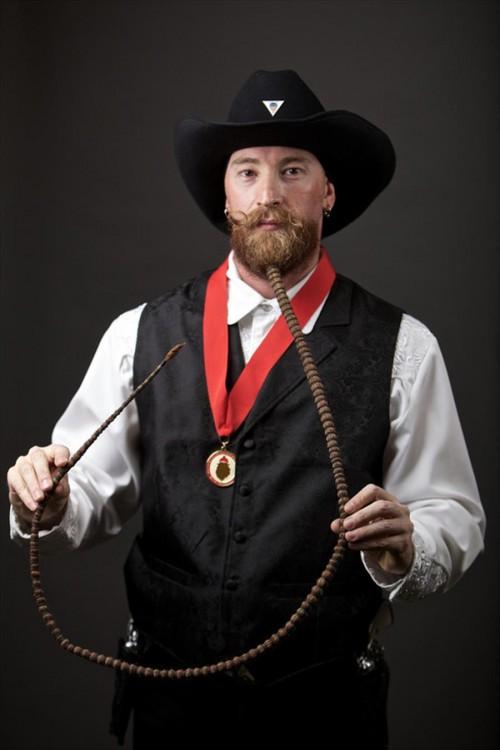 barba con una rasta larga en elconcurso mundial de barbas 2014