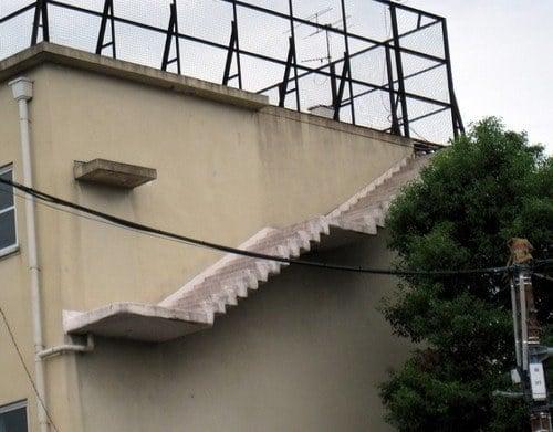 escaleras que no llevan a ningun lado