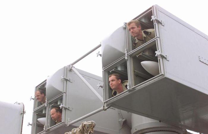 soldados que se acomodan en forma de misiles