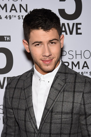 nick jonas adulto
