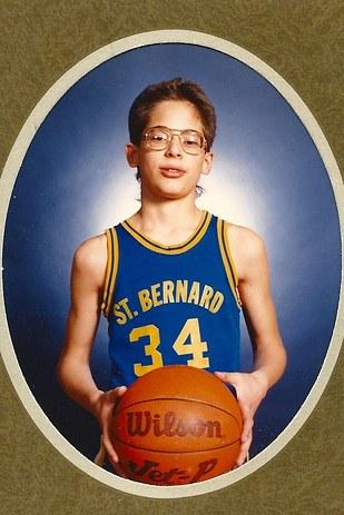 joe manganiello jugador de basquet con lentes