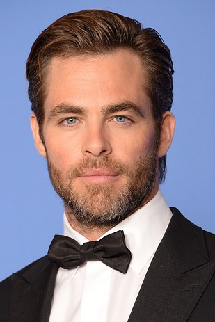 chris pine vsetido con smocking