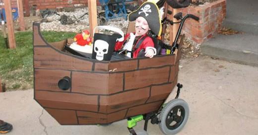 disfraz de pirata para niño en silla de ruedas