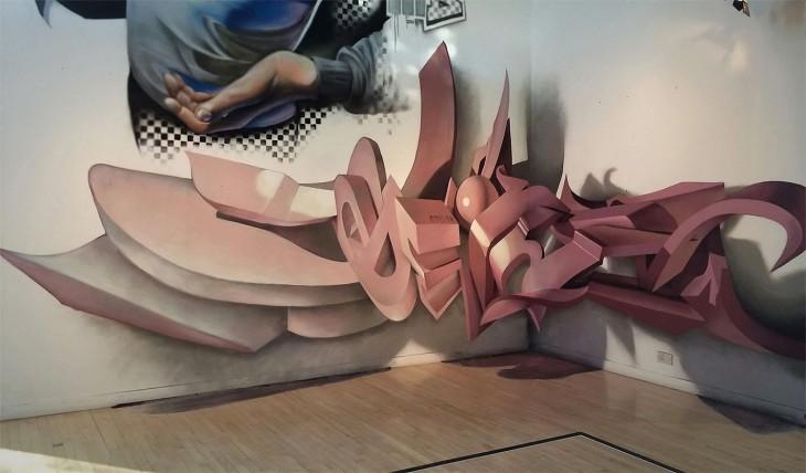 Grafiti de letras sobre un muro blanco