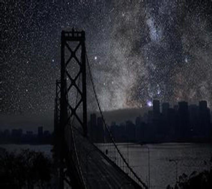 Puente de San Francisco a oscuras
