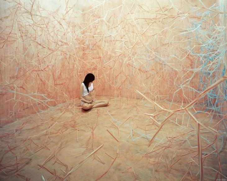 artista coreana en habitacion surrealist