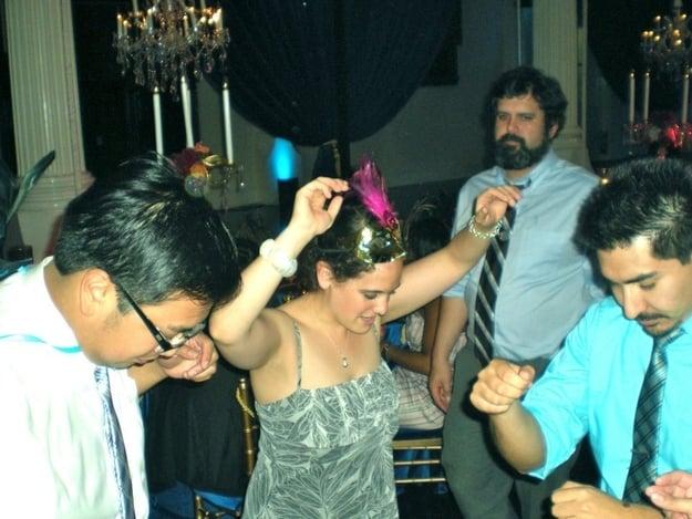 personas bailando en una fiesta de trabajo