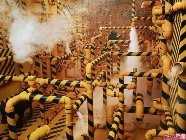 pieza llena de tuberias arte surreal