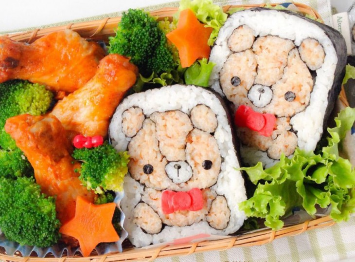 sushi en forma de ositos acompañados de lechuga