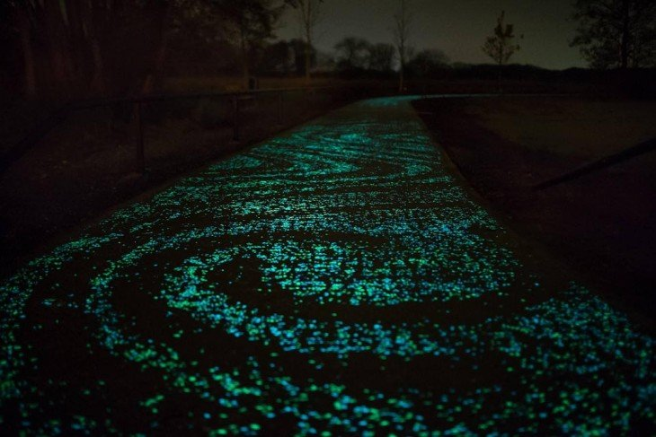 Ciclovía iluminada por LEDS tributo a Van Gogh