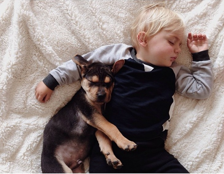niño dormido con pijama