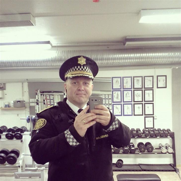 selfie de policía