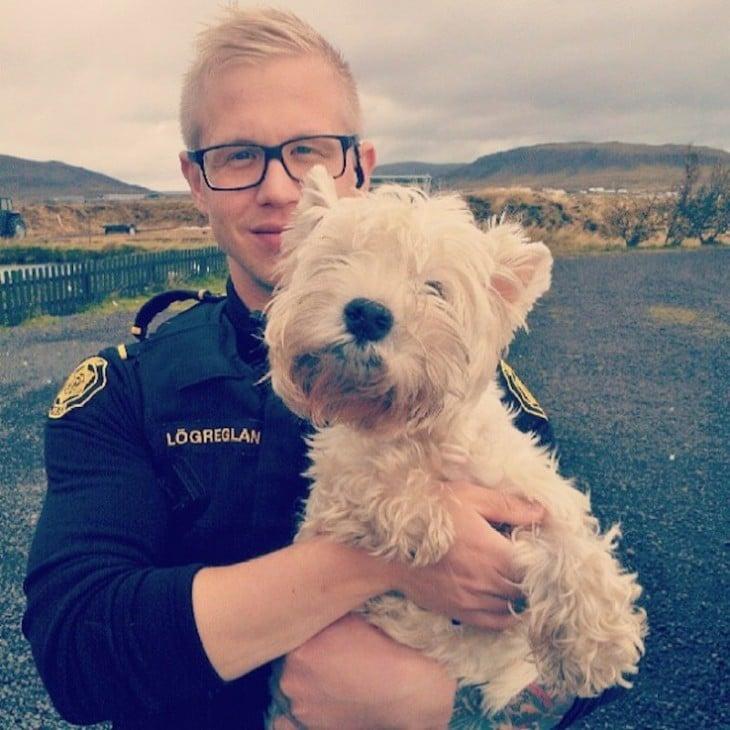 policía con perro