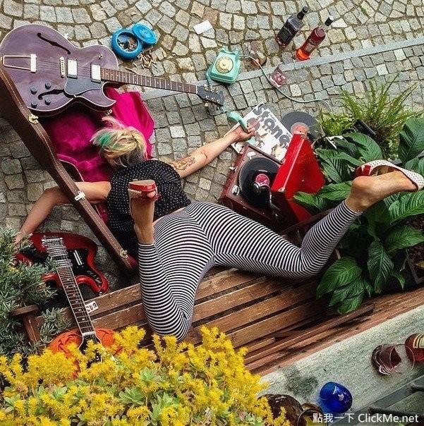 cayendo de cara al suelo guitarrista