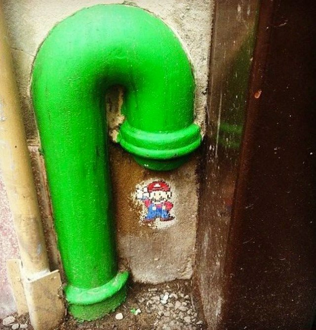 трубы окрашены в зеленый цвет с изображением Марио бразерс. дополнительная информация