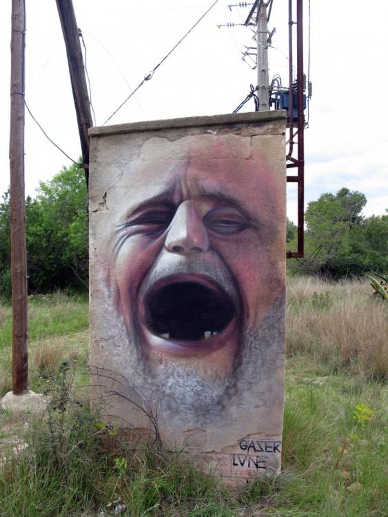 стены окрашены с человеком, крича от боли