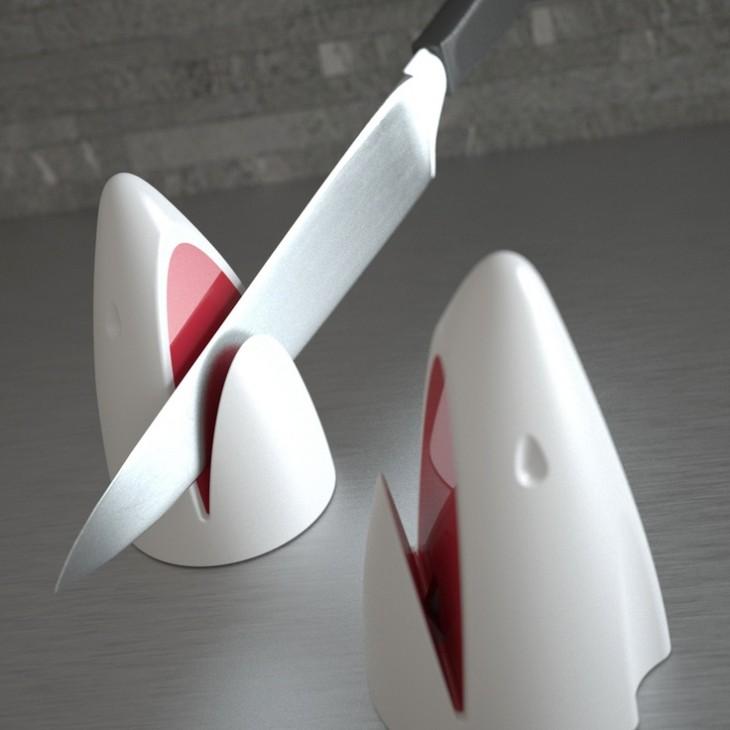 posacuchillos con forma de cabeza de tiburón