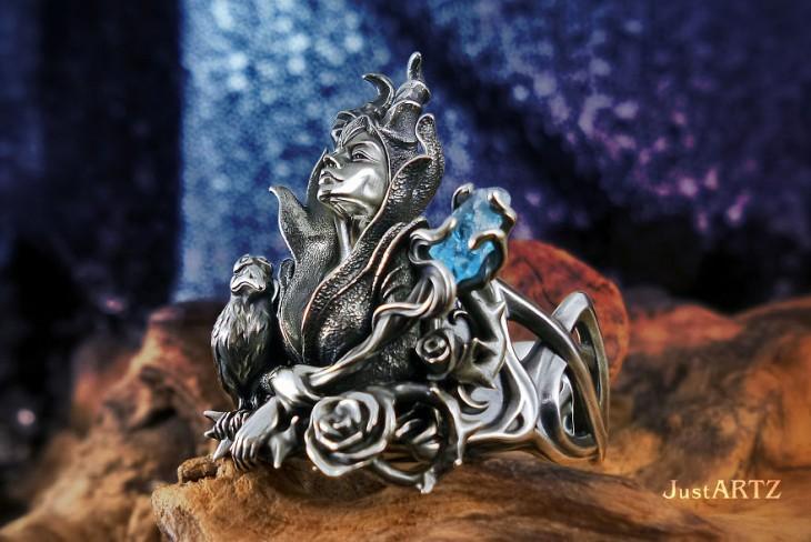 anillo que tiene la figura de una reina