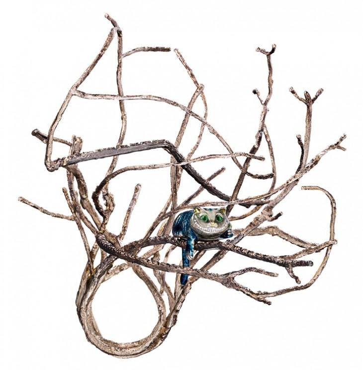 anillo en forma de ramas secas y un gato