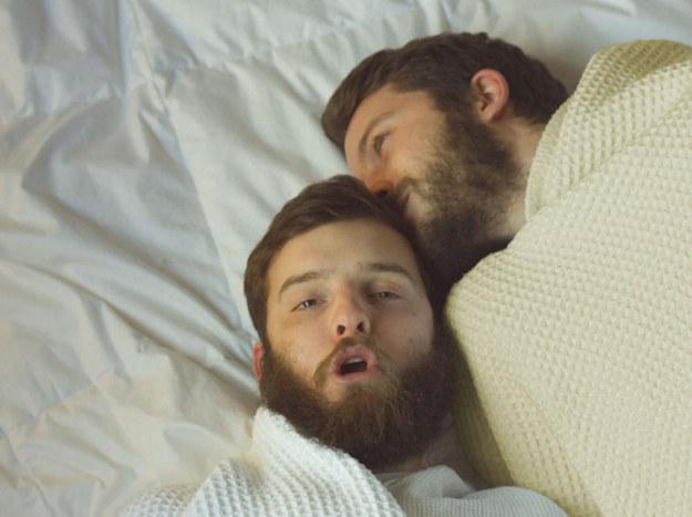 2 hermanos barbudos