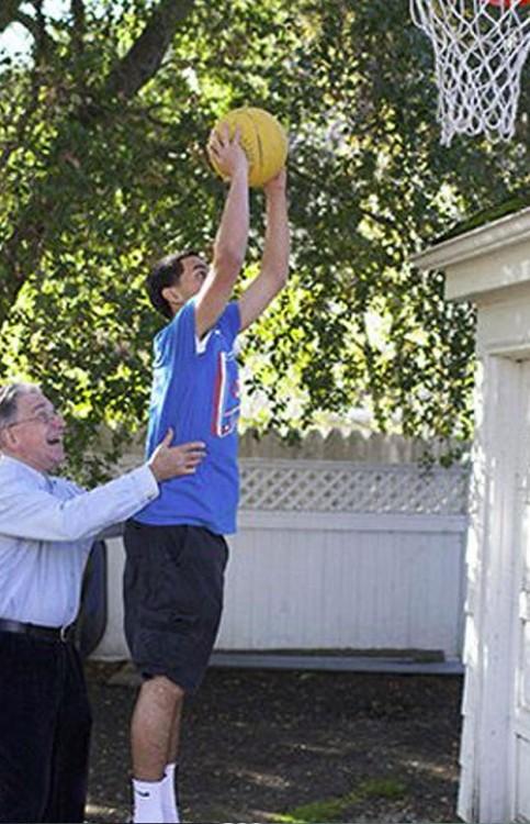 padre e hijo jugando