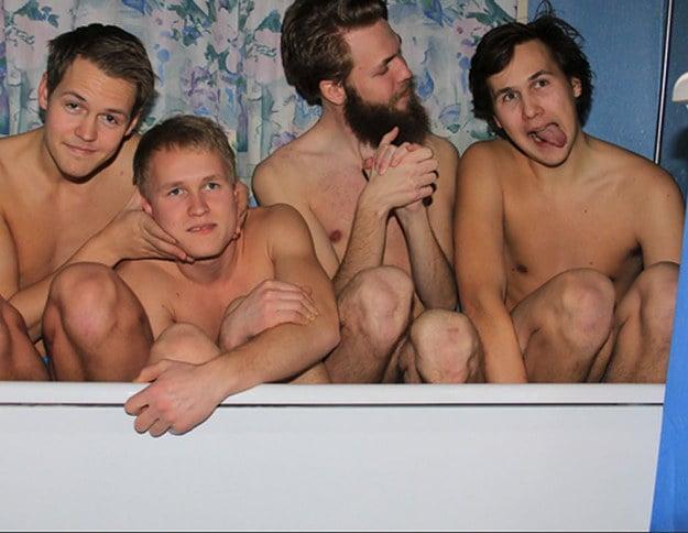 4 hermanos en la banera
