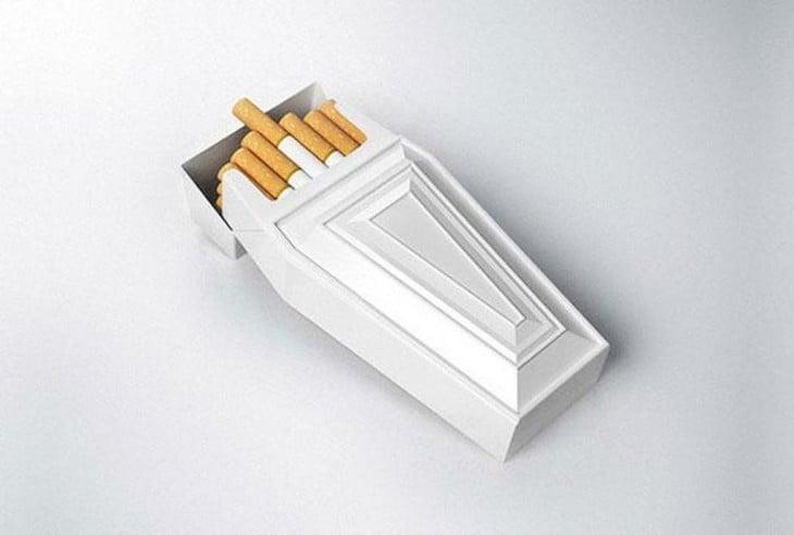 caja de cigarros en forma de ataud