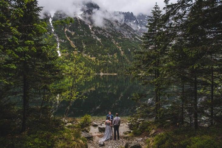 boda que se llevo acabo en medio de las montañas con un paraiso natural