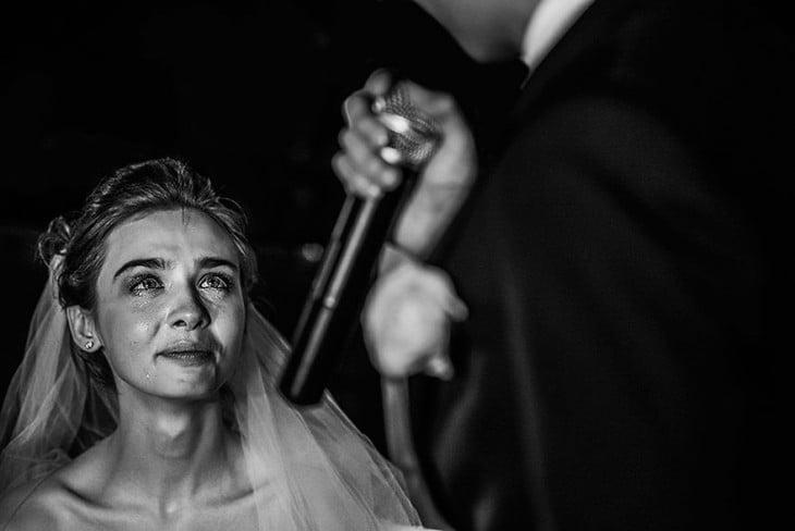 novia llorando despues de escuchar las palabras conmovedoras del novio