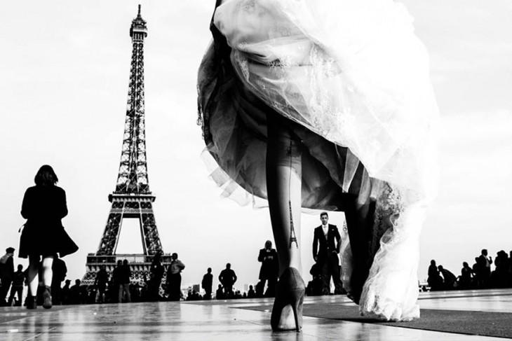 romantica boda en paris con el tatuaje de la novia de la torre eifel