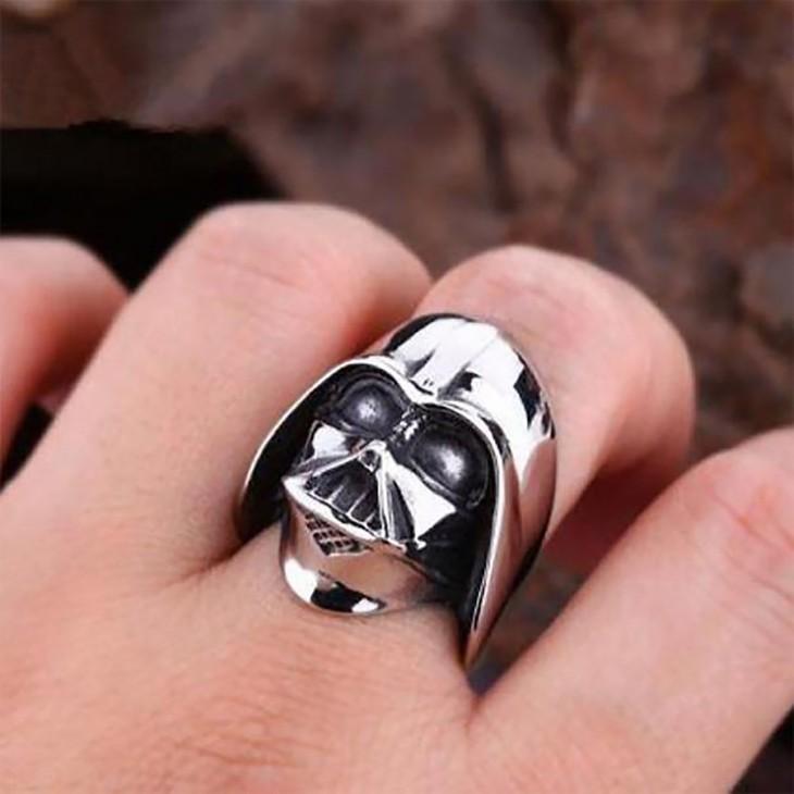 anillo de la figura de darth vader