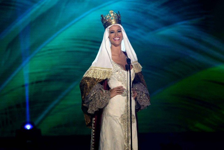 miss universo de españa vestida como la reina de españa