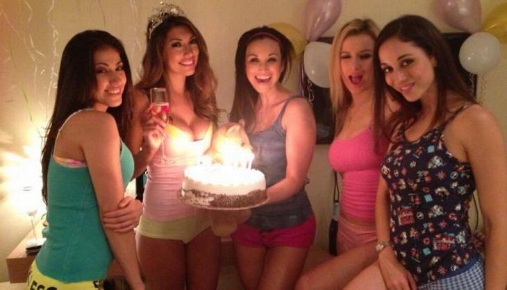 fiesta de cumpleaños organizada por amigas