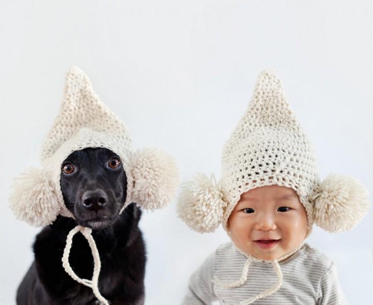 bebe chino con perro negro disfrazados