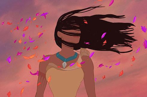 viento que le eccha el cabello en la cara a pocahontas