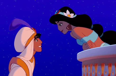 princesa jazmin en el balcon viendo a los ojos a aladin