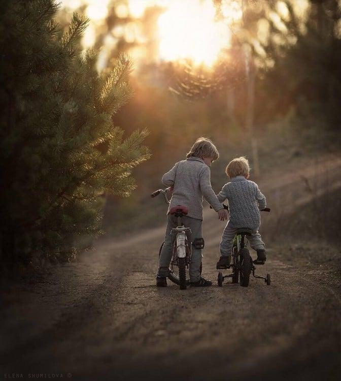 2 niño en bicicleta