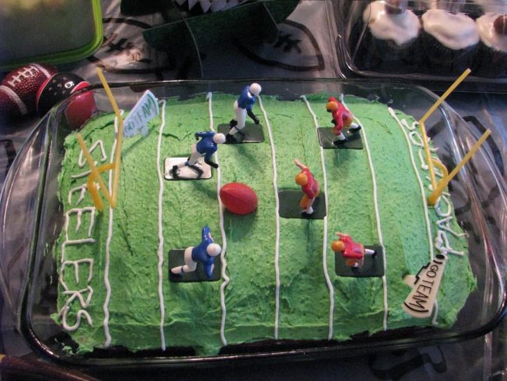 pastel de un partido de futbol americano con jugadores
