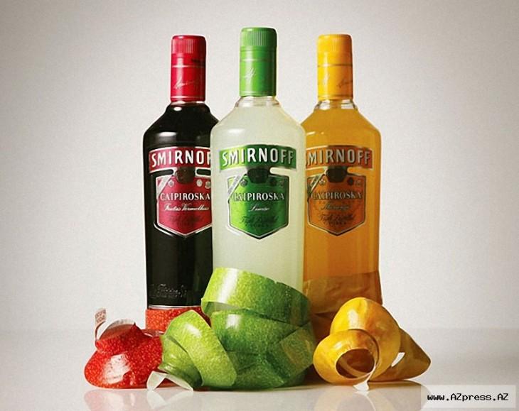 botella de vodka de colores segun el sabor