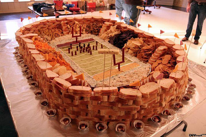estadio hecho de panes y botana en las gradas