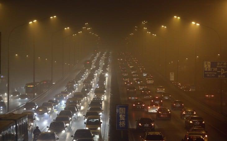 Polución en medio del infierno del tráfico de Beijing