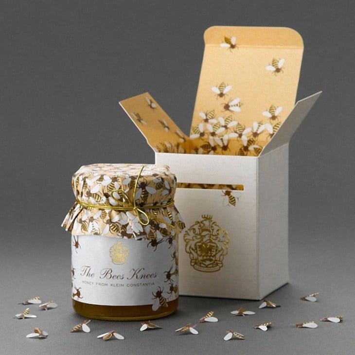 Miel de abeja con abejas
